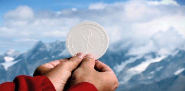 Der-letzte-Gipfel_Eucharistie